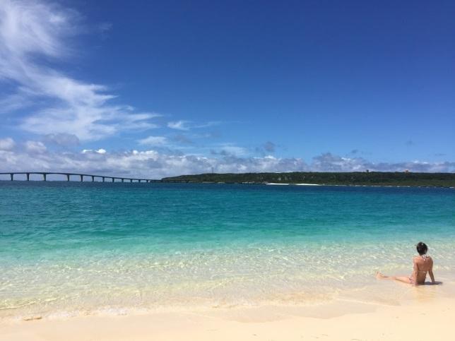 前浜ビーチから見る来間島と来間大橋